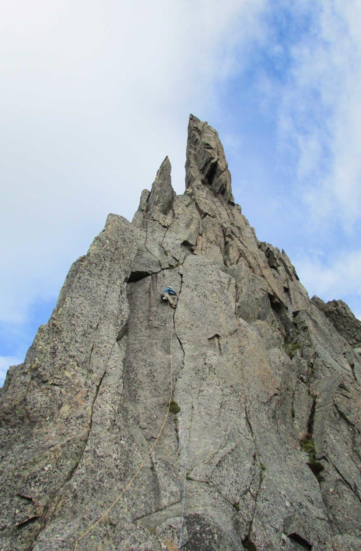 Kruttårnet: Åsmund Vaage klatrar i S-risset, Iriss (6+) . Foto: Kjetil Mo Solbakken