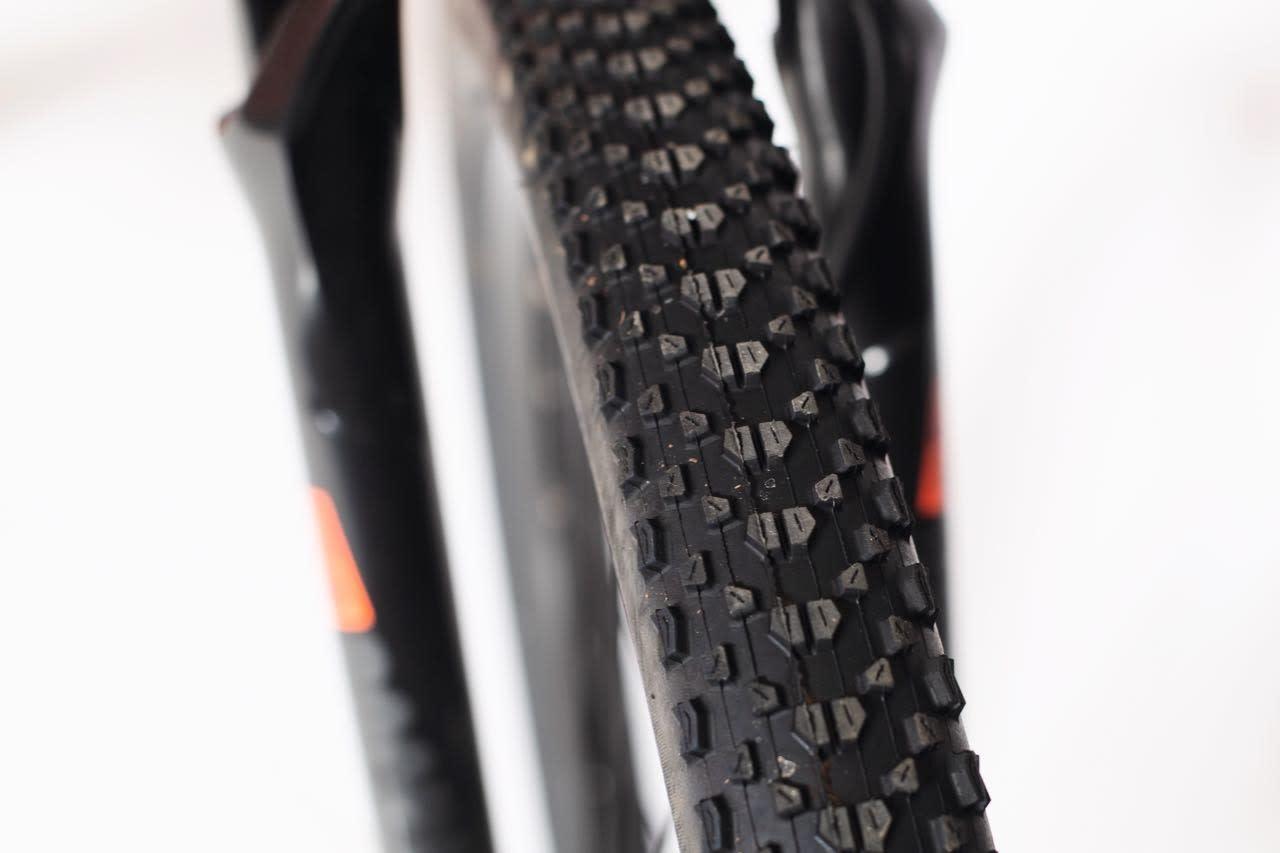 GODT DEKKET: Maxxis Ikon er supre dekk til både rittsykling, grus og stisykling på tørt føre. Et supert valg.