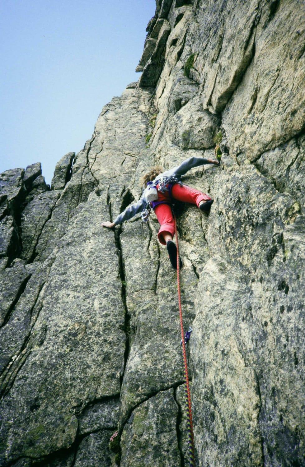 Først opp: Hans Christian Doseth klatrer Sørveggen, Mohns Pinakkel (7-). Foto: Tore Lundberg