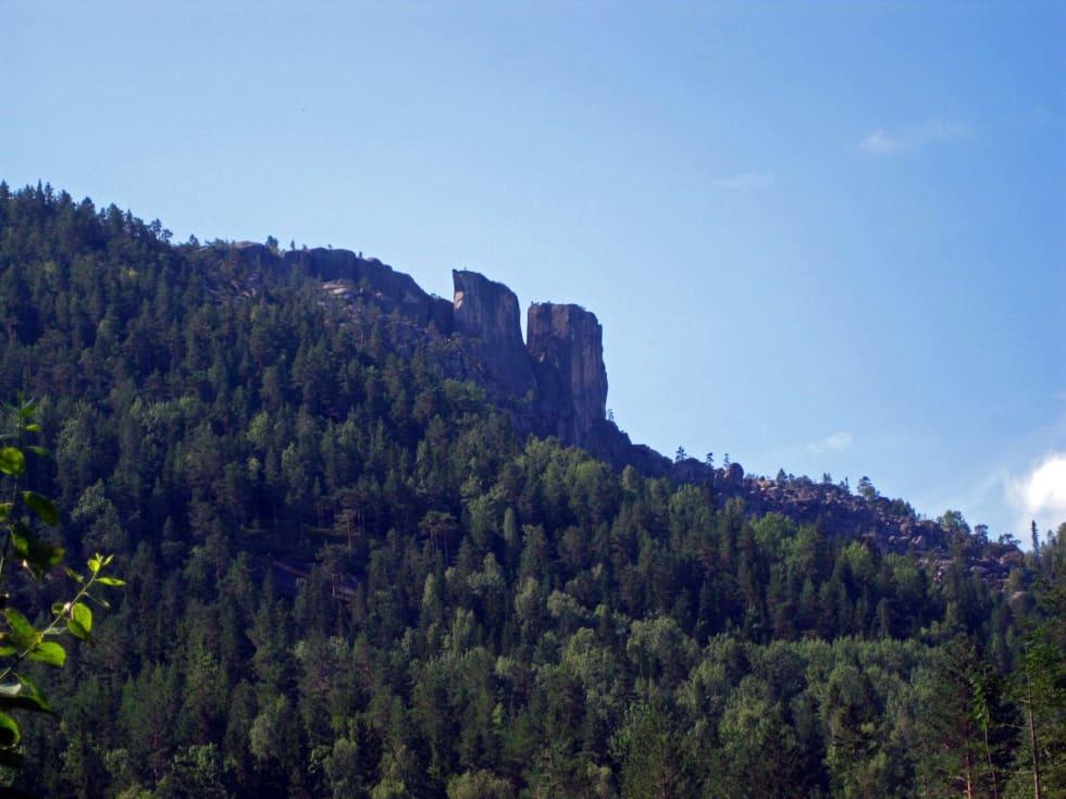 Landemerke: Siluetten av Gygrestolen-formasjonene sett fra avstand. Foto: Geir Evensen