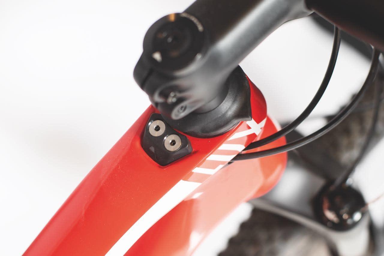 STYRESTOPPER: IPU-funksjonen på Canyon-syklene skal beskytte ramma mot slag, men fører også til ekstra høy front.
