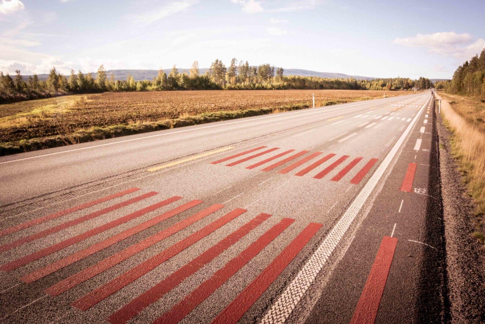 TÆGGING: Hasle- mostrekka brukes ofte til kvalitetssjekking av veimerking.