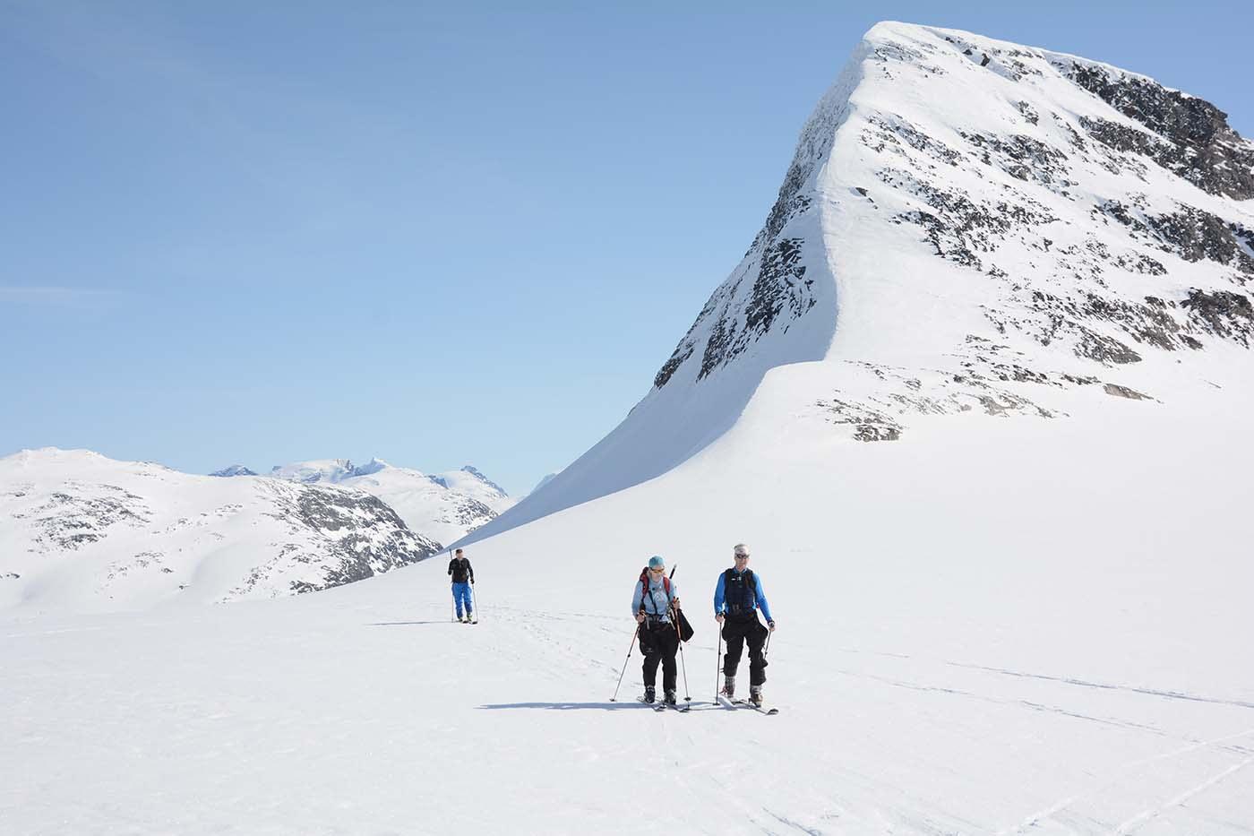 Langskavltinden viser seg i all sin prakt. Fire dagar i fjellet, og me kjenner sola varmar kvar dag. Foto: Henning Gladheim