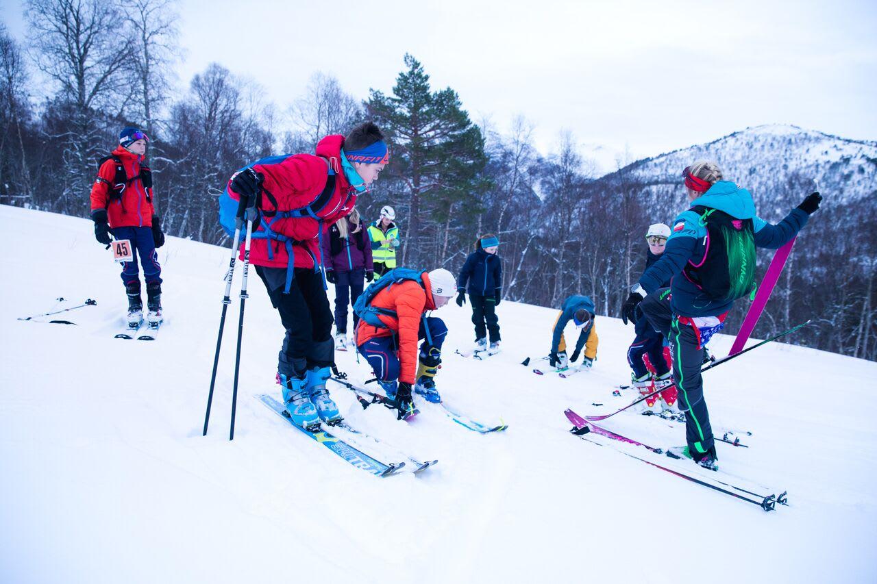 Eit kort teknikkurs for ungdomsklassen før start. Foto: Haakon Lundkvist