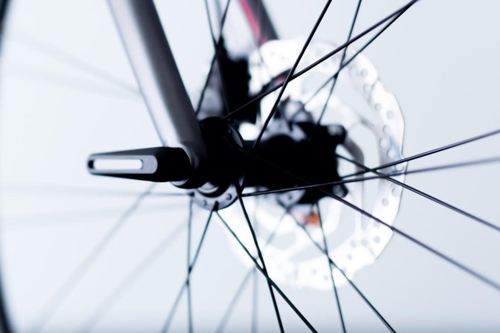 STILIG: Vi liker både designet og følelsen av å operere den avtagbare hurtigkoblingen på sykkelen.