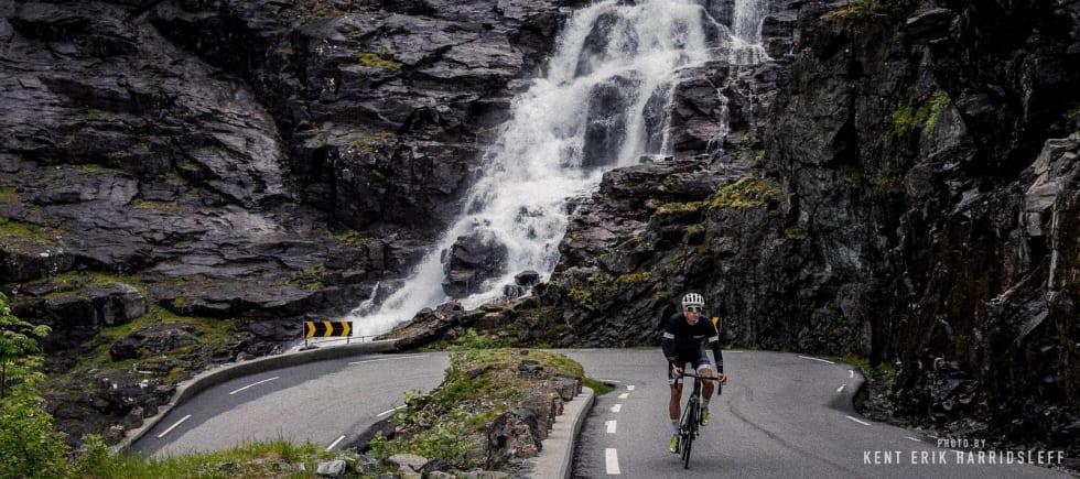 RØFFE TROLLSTIGEN: Det er både vakkert og skremmende å sykle i Trollheimen. Foto: Kent Erik Harridsleff, Jonas Orset