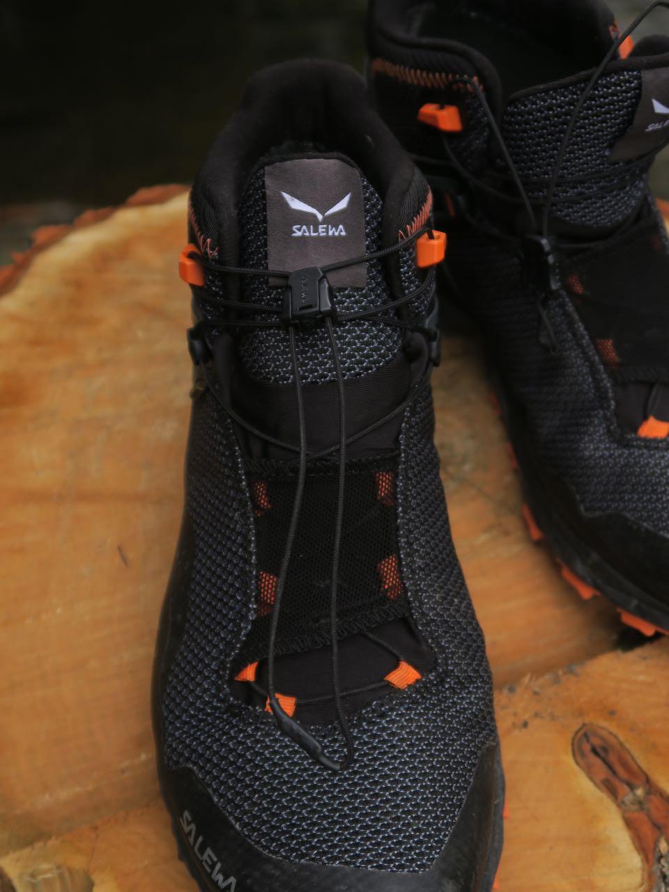 RASKE LISSER: Salewa-skoens hurtiglisser strammer godt og kan gjemmes under netting på vristen.
