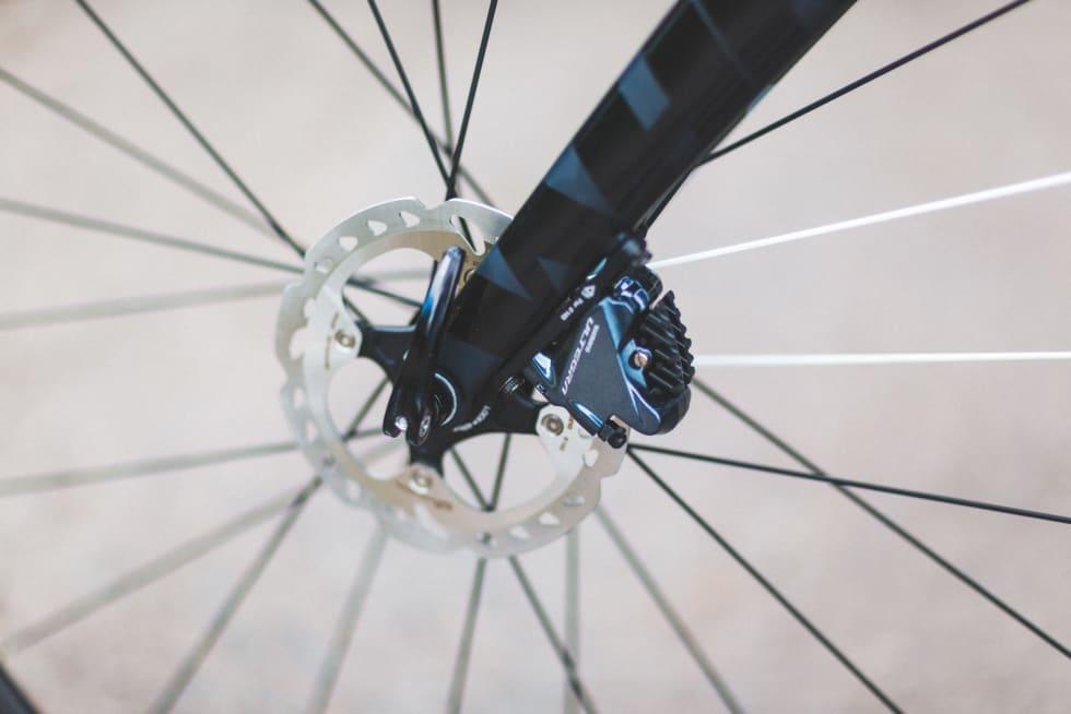 LITT SMÅTT: 140 mm bremseskiver i front er mer utsatt for overoppheting enn større skiver. 160 mm foran er tryggere i lange nedkjøringer.