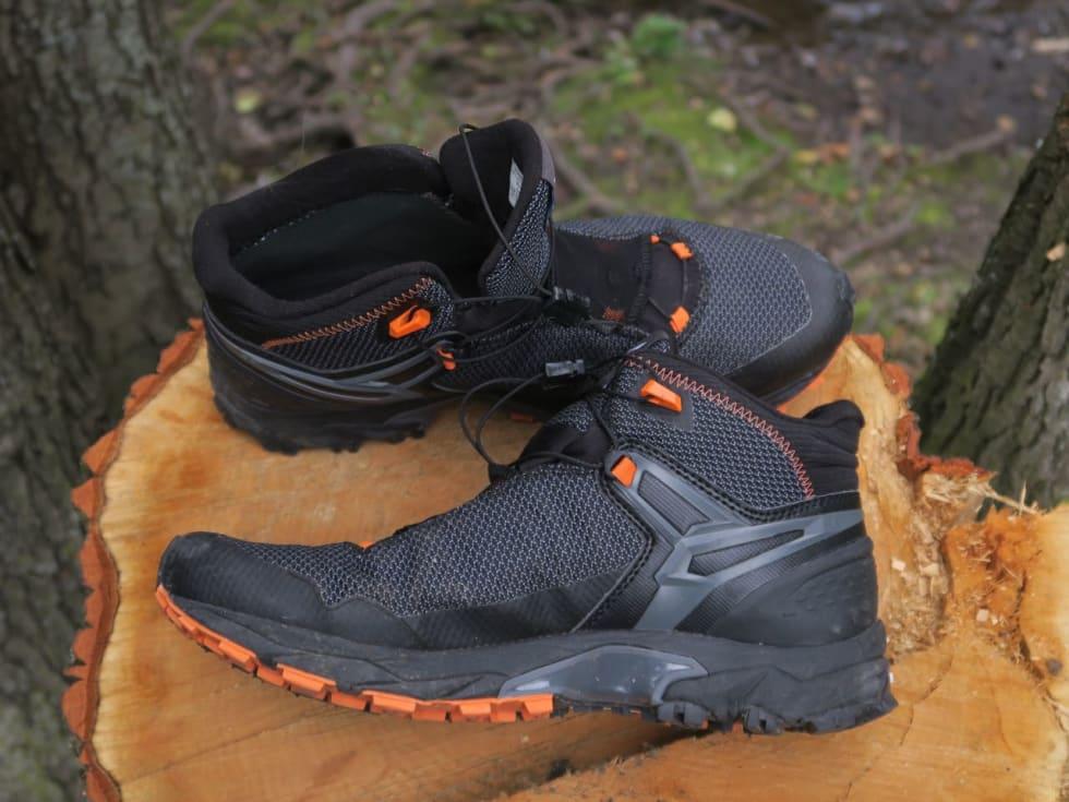 GROVT MATERIALE: Salewa-skoene har stivere og grovere overdel enn joggeskoene i denne testen.