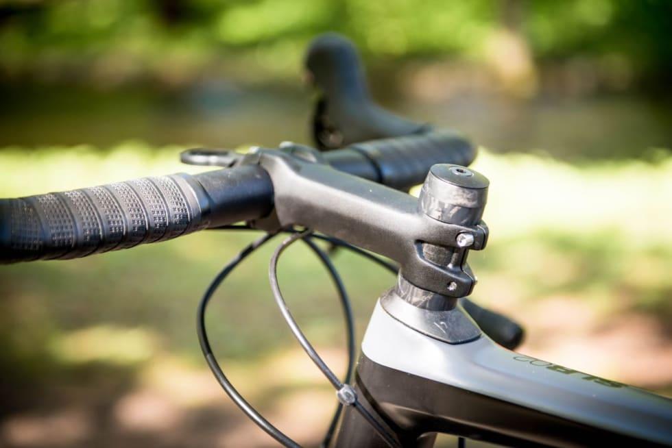 LANGSTRAKT:  Ikke mange sykler kommer levert med såpass lang stem som standard. Sjekk målene for å se hva som passer for deg. Bytt til riktig lengde allerede i butikken.