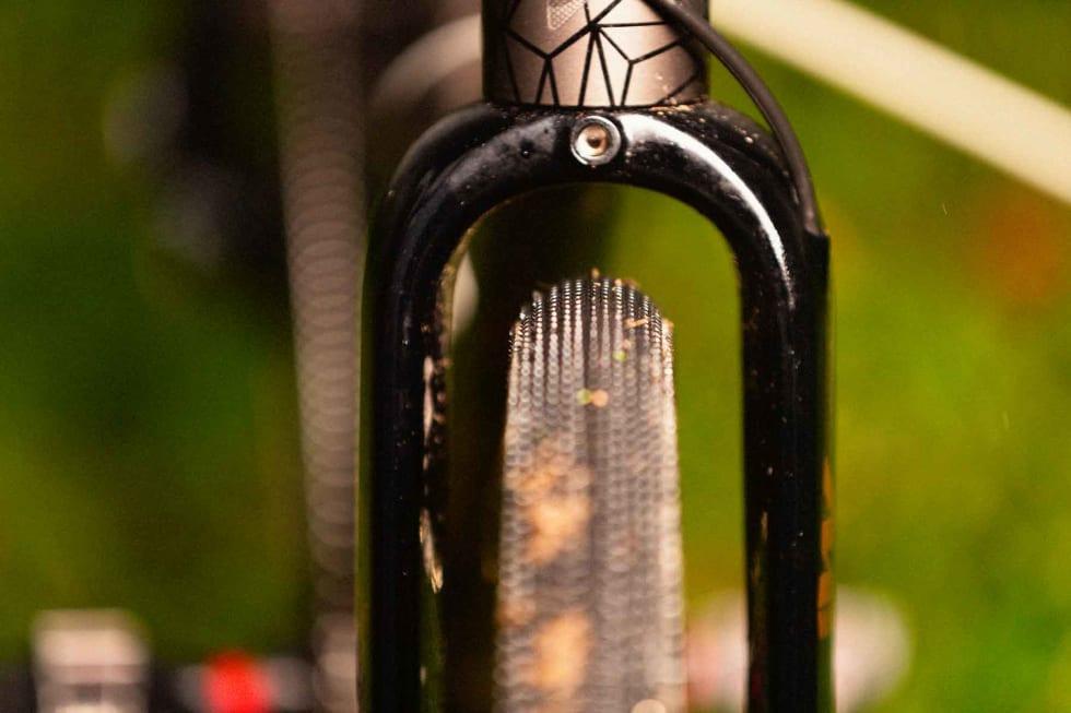 GOD KLARING: Også med 40 mm dekk er det god plass under gaffelen. Skjermer bør på her for sykling til og fra.
