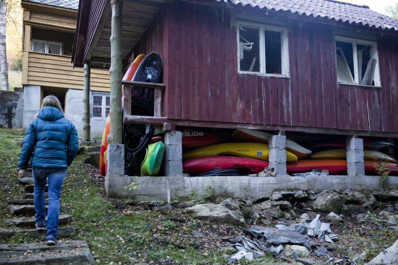 Mariann eier et lite småbruk i Raundalen, som hun og samboeren pusser opp.
