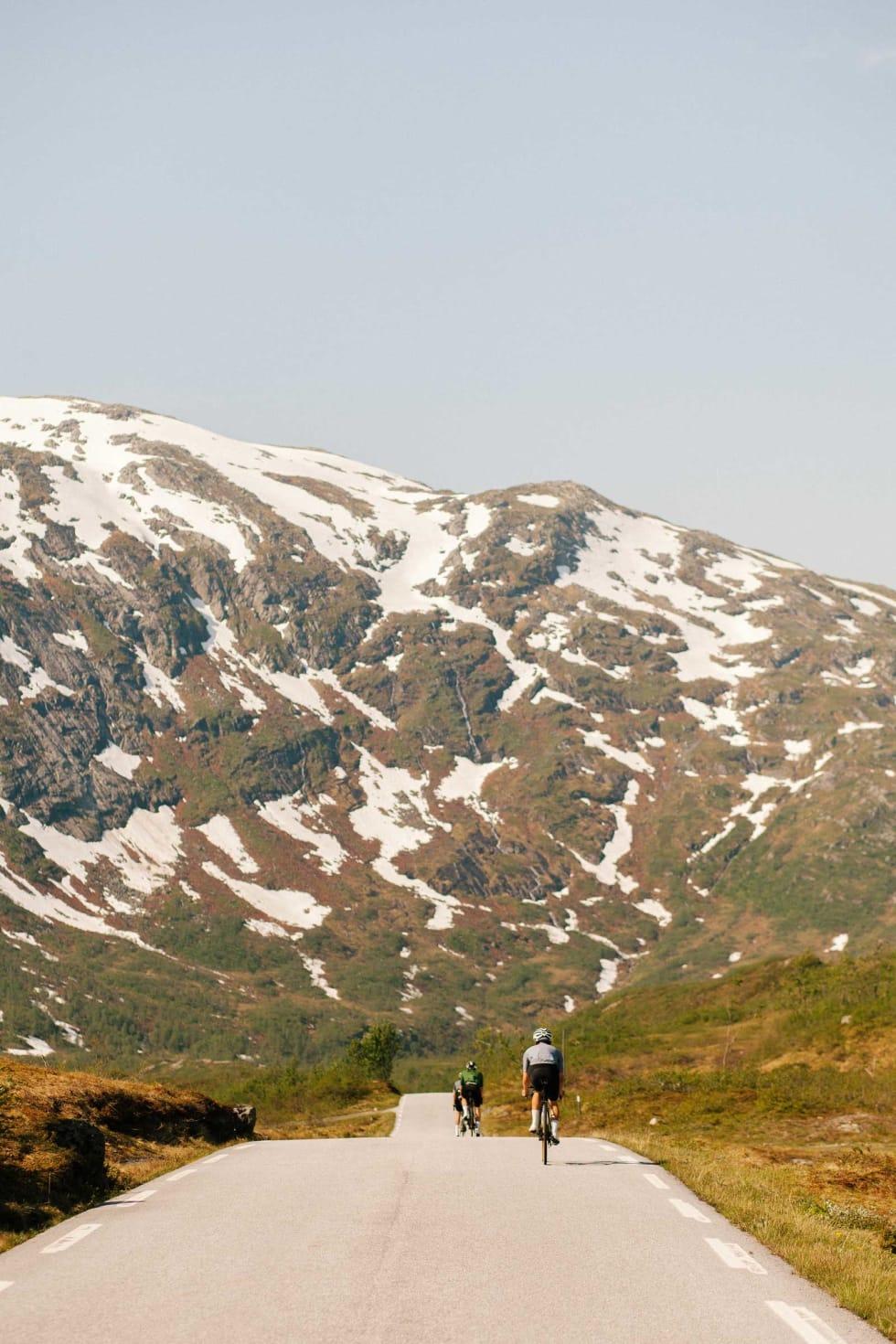 Høy fart: Lange slake rette nedkjøringer på baksiden av Gaularfjellet.