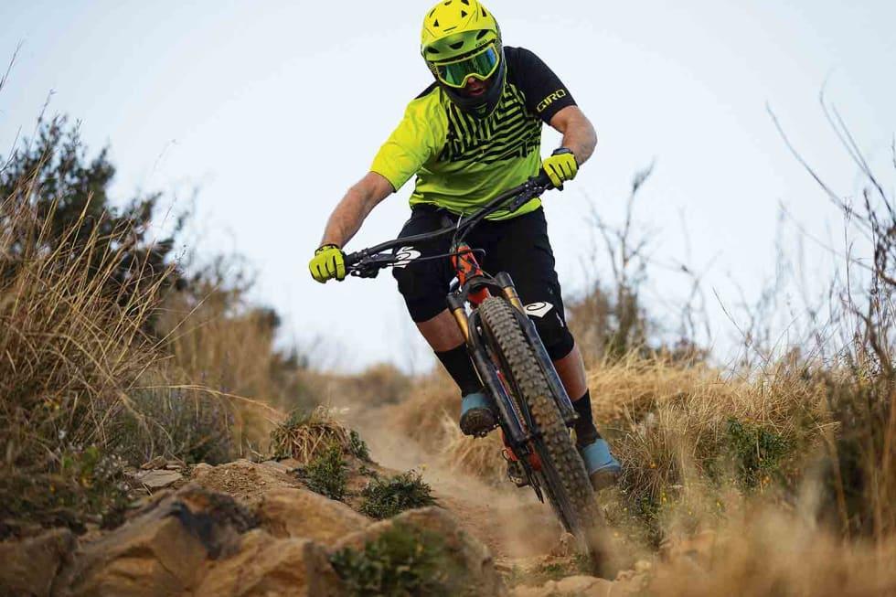 SOLID VERKTØY: Med store hjul og masse vandring kan man forsere grovt terreng med selvtillit og fart.