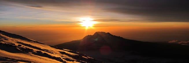 Soloppgang over Mawenzi (5149 moh.) Bildet er tatt rett nedenfor Uhuru Peak.