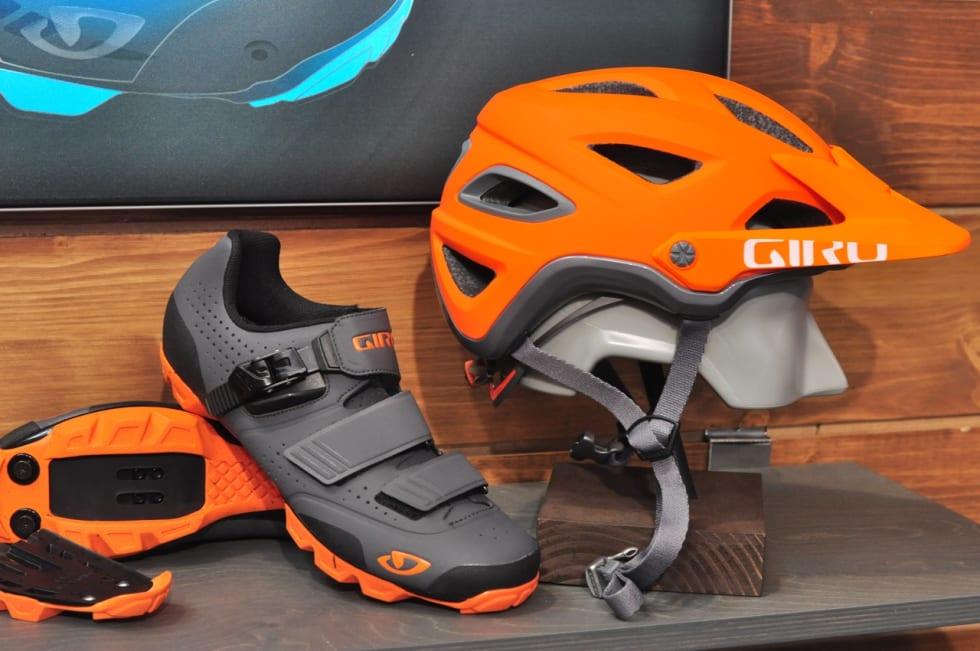 KOORDINERT: Giro satser på like farger på hjelmer og sko, akkurat slik vi og andre jålebukker liker det.