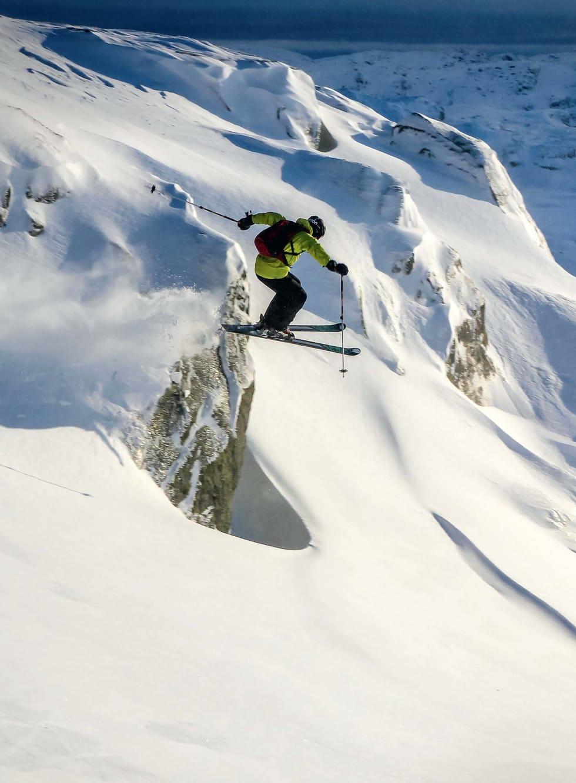 Lars Storheim øver på å fly i en av Hunnedalens mange flanker. Foto: Jacob Diset.
