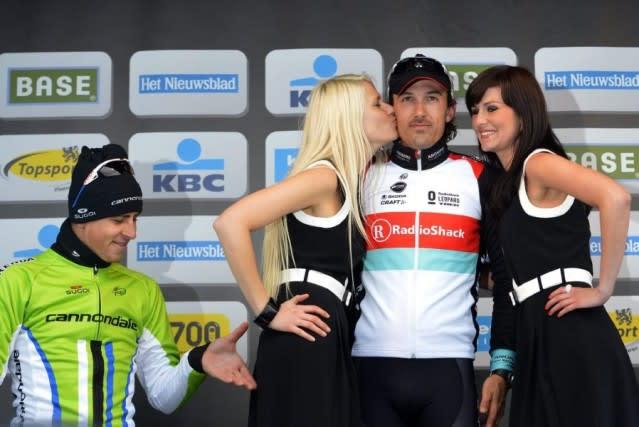 UFINT: Litt mot piken, men aller mest mot Fabian Cancellara. Sagans podiegest kunne satt kvinner på dagsorden, men lite skjedde. Foto: Brian Middlecouch.