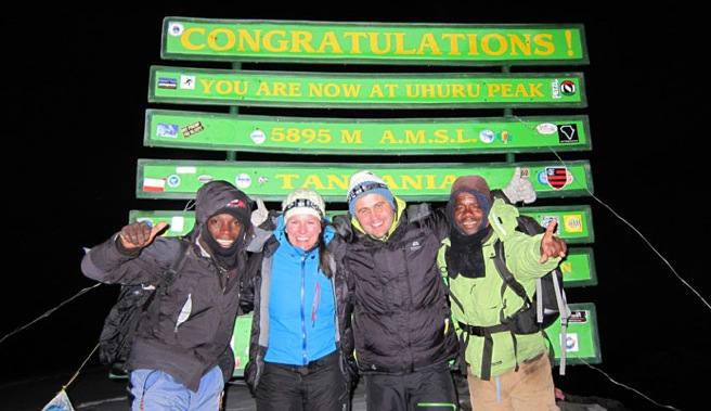 TOPPEN ER NÅDD: 6. mars 2012: En fornøyd gjeng på Afrikas tak! Erick til venstre, Joseph til høyre.