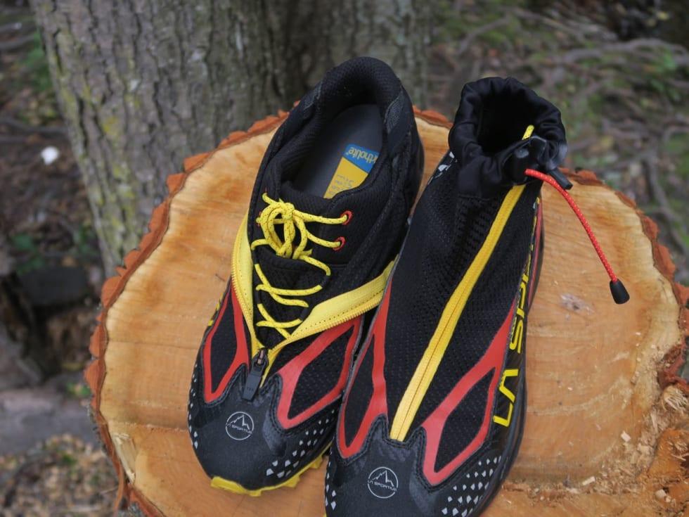 ANKELSTRIKK: Gamasjen kan strammes tett mot ankelen for å unngå sand og bøss i skoen.
