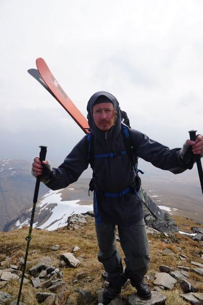 WHISKYENTUSIAST: Sondre Loftsgarden på entusiast-skitur i Skottland. Foto: Karl Kristian Muggerud