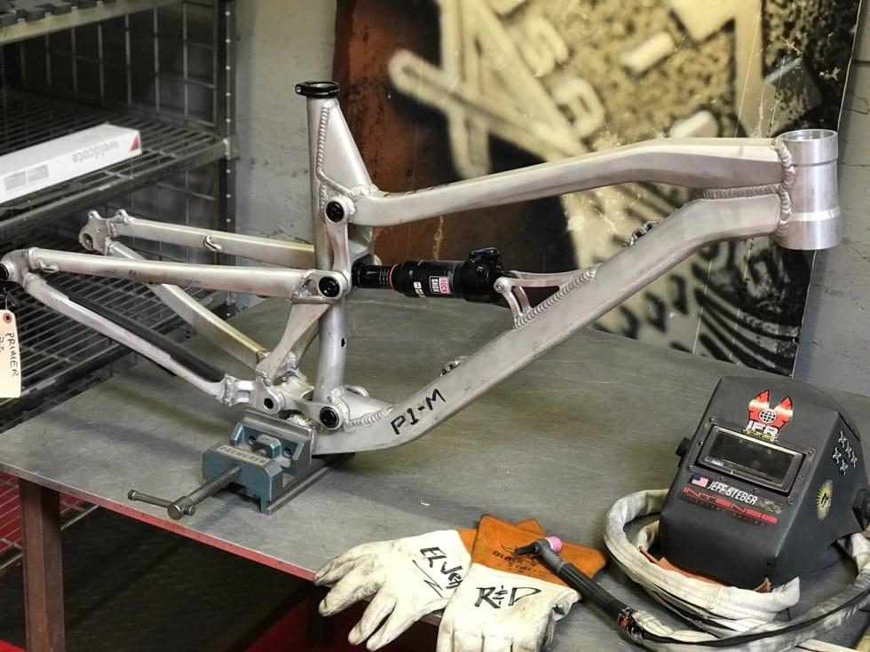 ALU-PROTO: Intense-gründer Jeff Steber sveiser prototypene selv i aluminium.