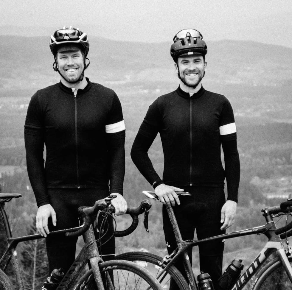 HELT JOHAN: Alexander Hagen (t.v) og Mikael Haakonsen synes de er riktig fine, selv om de har noen 1000 kilometer igjen før de kan kalles erfarne.