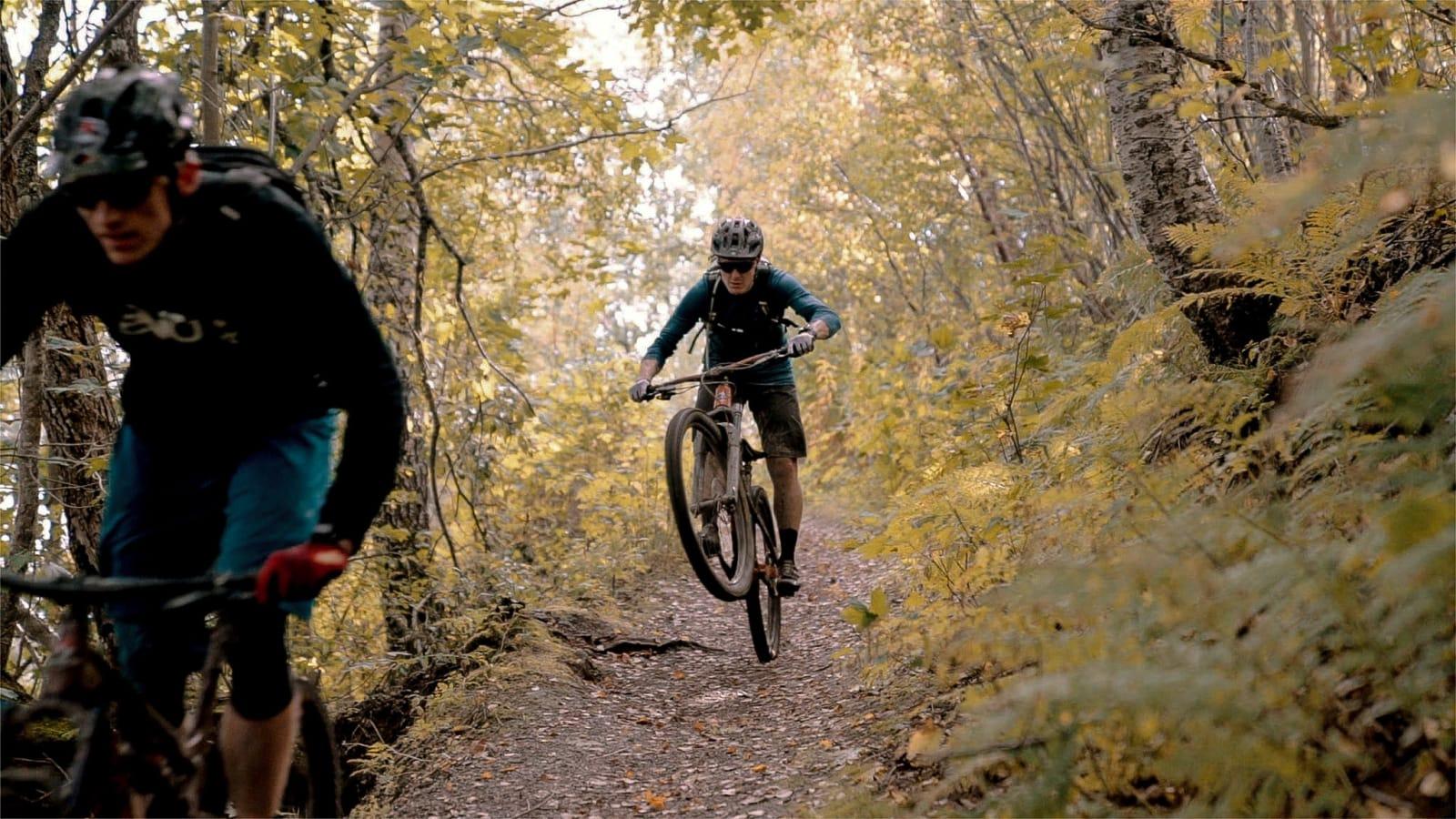 HJEM, KJÆRE TRONDHJEM: Henrik Kippernes er hjemme på gamle trakter med sykkelkompis Ola Kjøren. I sesongens siste episode av Stipatruljen skal vi bli med på Geitfjellet i Trondheim.