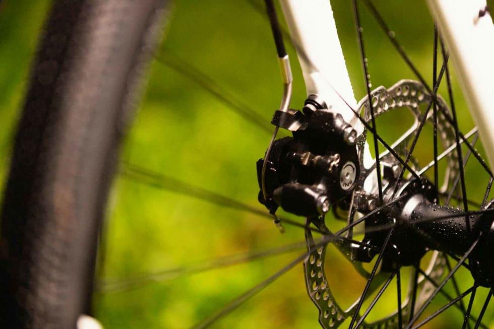 SVAKE: De mekaniske skivebremsene krever mye kraft for å bremse farten.
