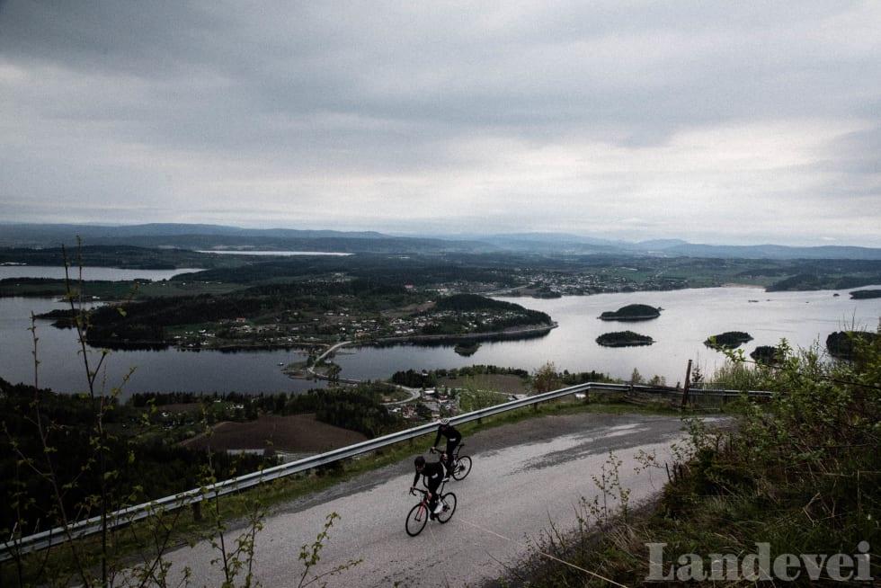 UTSIKT: Fra toppen av Kleivstua har du voldsomt til utsikt over Ringerike.