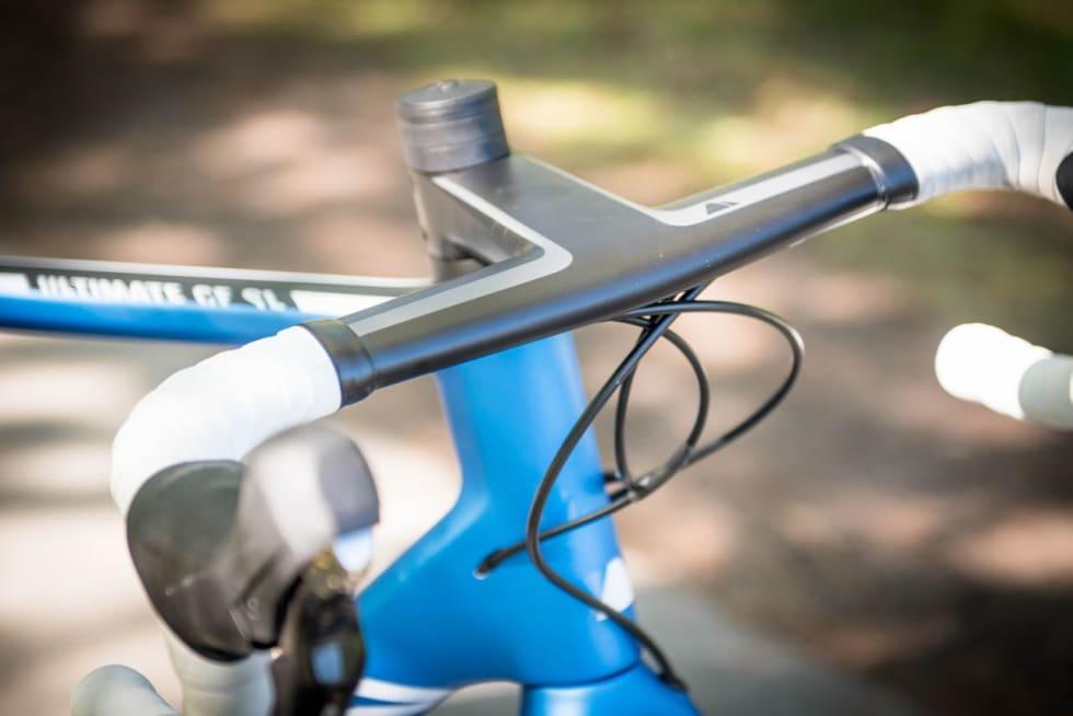 FORMEL 1:  Det integrerte styret på Canyon-sykkelen har flott fasong på bukken og topp stivhet