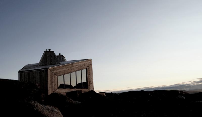 Norges-raaeste-hytte-er-aapnet_lightboxorg
