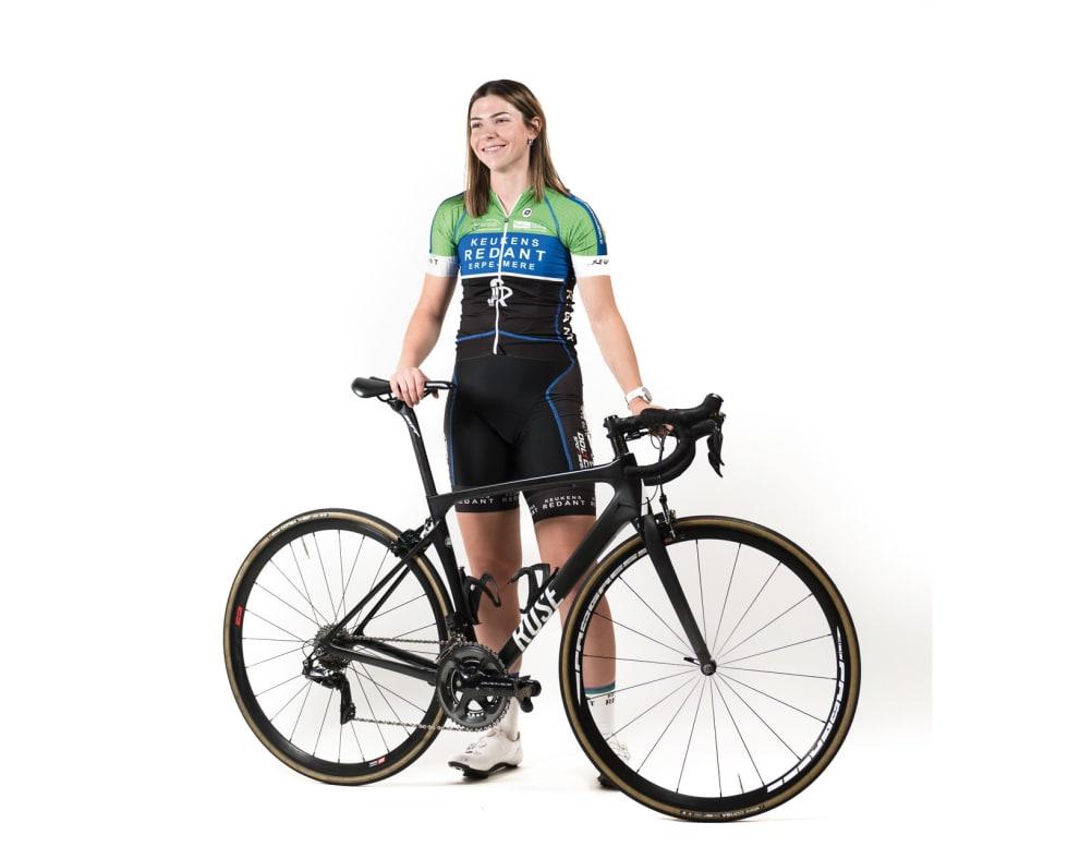EGENFINANSIERT: Malin Eriksen betaler så godt som alt selv, og denne vårsesongen går det med 60000 kroner bare til reising. Avtalen med sykkelsponsoren Rose må hun eksempelvis løse selv.