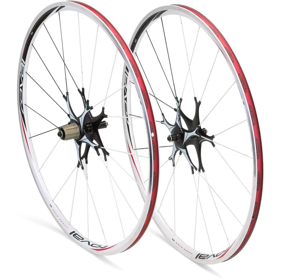 REVOLUSJON: Specialized finner stadig opp hjulet på nytt, men det stjerneformede navet var skivebom.