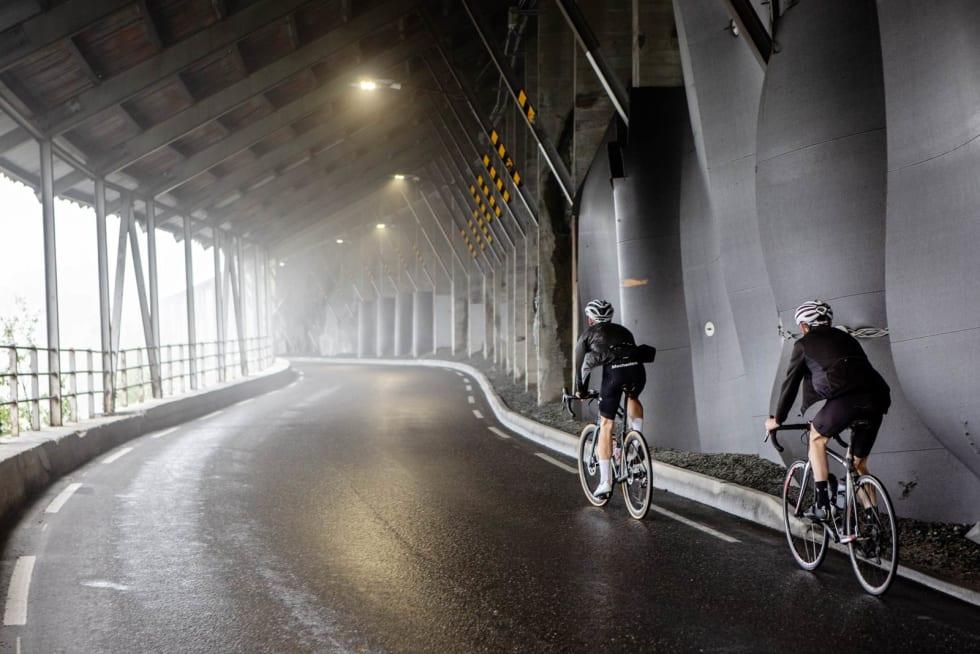I lyset av tunellen: Maristigtunnelen slipper mot slutten tåka og det etterlengtede lyset inn. Ved utgangen åpner viddelandsskapet seg sakte opp.