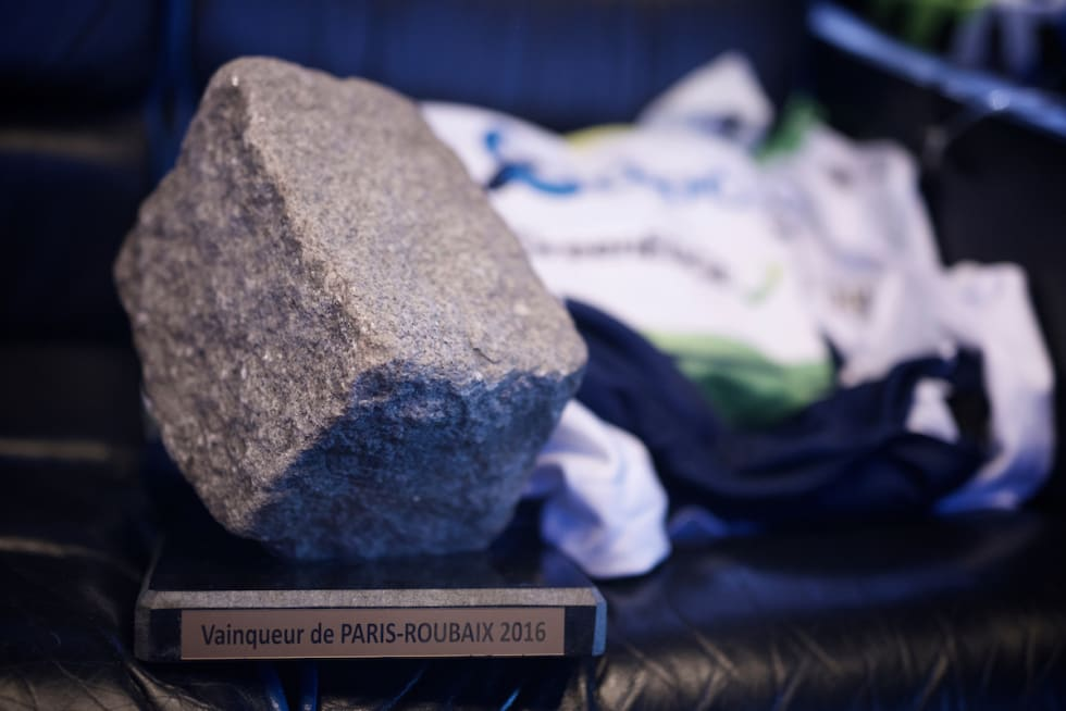 INGEN TILFELDIGHET: Troféet i Paris-Roubaix er plukket ut basert på nøye utvalgte kriterier. Foto: Kristof Ramon.