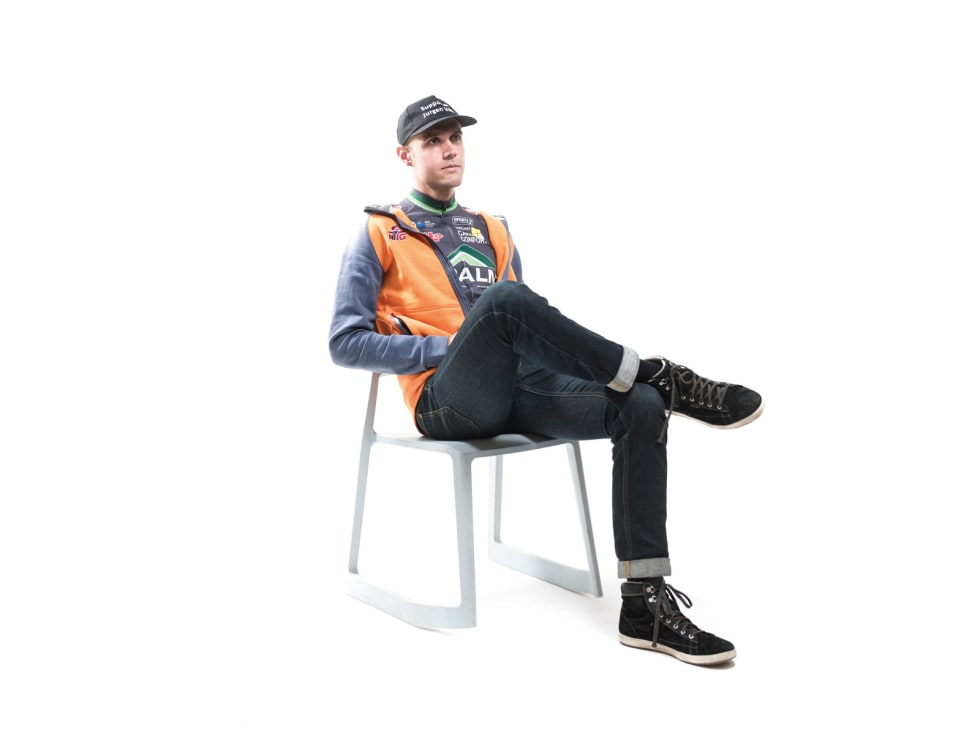 HJEMVENDT: Max Kørner er tilbake i Norge, nå er det neste generasjon syklister som skal lære av ham. Capsen  med teksten «Supporter Jurgen Vdb» fikk han på avskjedsfesten til Jurgen Van den Broeck. Den er ikke like gangbar mynt i Norge som i Belgia, men han går med den hver dag.