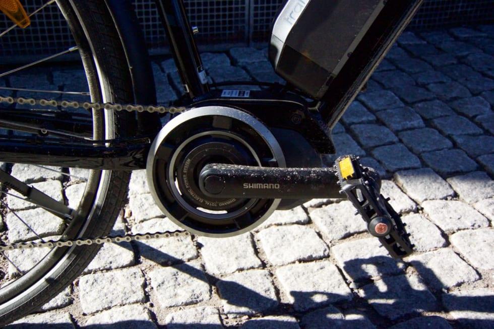 KJERNEN: Shimano Steps-motor dytter pedalene dine rundt når du selv trår på dem. Pålitelig og kraftig i bakkene. Foto: Øyvind Aas