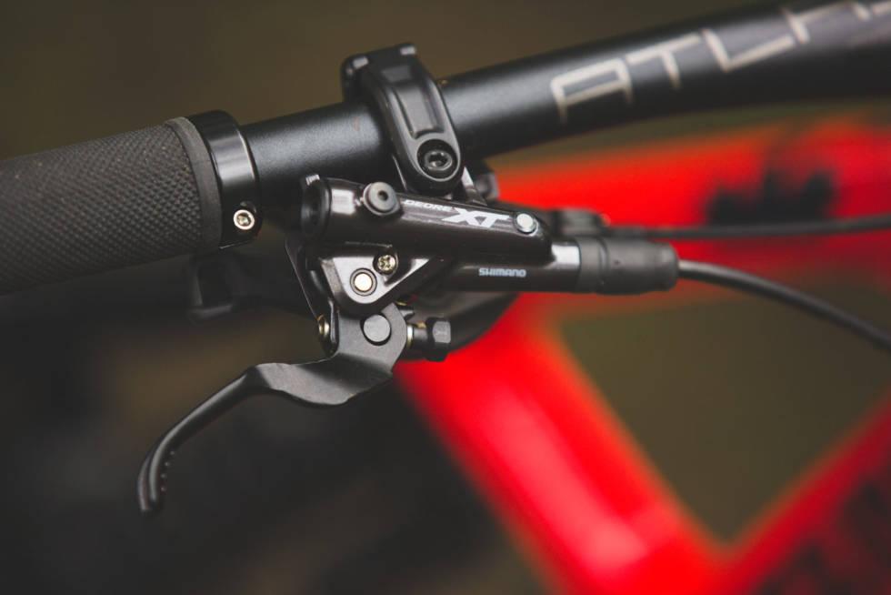 KRAFTIGE BREMSER: Shimanos XT-bremser er solide all-roundere med masse kraft.