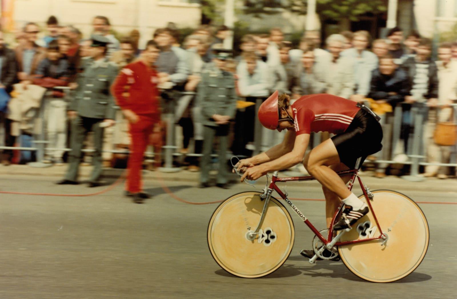 TEMPOHESTER: Sovjetrusserne var drillet på tempo. Colnago med platehjul foran og bak var standard oppskrift for seier.
