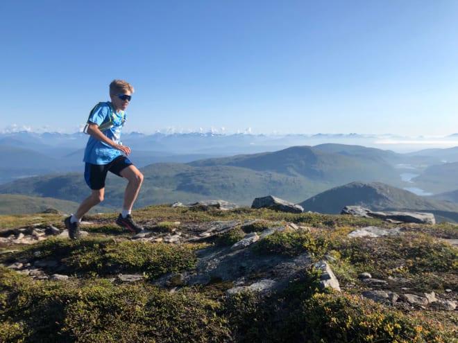 TRENING: Trim i fjellet og sosialisering er sentralt i ungdomscampen i Romsdal. Foto: Arnt Owe Røed