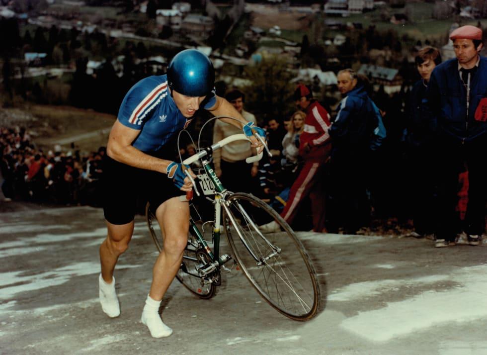 LØPETUR: Jugoslaven Ales Pagon tar bena fatt opp bakken langs unnarennet i Harrachov.