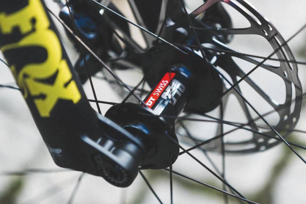 KVALITETSNAV: Både alu-hjulene og eksklusive karbonhjulene du kan oppgradere til kommer med DT Swiss-nav.
