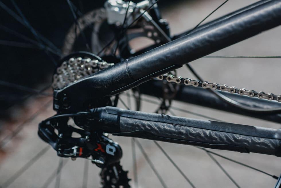 MUFFER: Den spesielle konstruksjonen med titan-muffer og karbon-rør er ikke akkurat vanlig kost blant sykkelprodusenter.