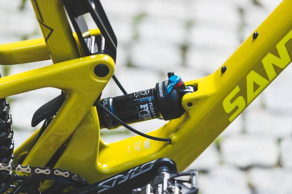 LAVT TYNGDEPUNKT: Med bakdemperen montert lavt på den nedre lenka i demperopphenget blir sykkelens tyngdepunkt ekstra lavt.