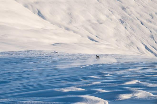 LOKALKJENT GUIDE: Tindevegleder Einar Løken er lokal patriot og etter mange år i Sogndal flyttet han tilbake til hjembygda Stryn. Han var heldig med timingen – plutselig gikk hjemfjella fra å være uberørte og utilgjengelig topper til å bli noe av landets mest unike terreng tilgjengelig med heis. Det har blitt noen turer opp Loen Skylift for Einar, som bruker heisen som utgangspunkt for mange av turene han guider i området.