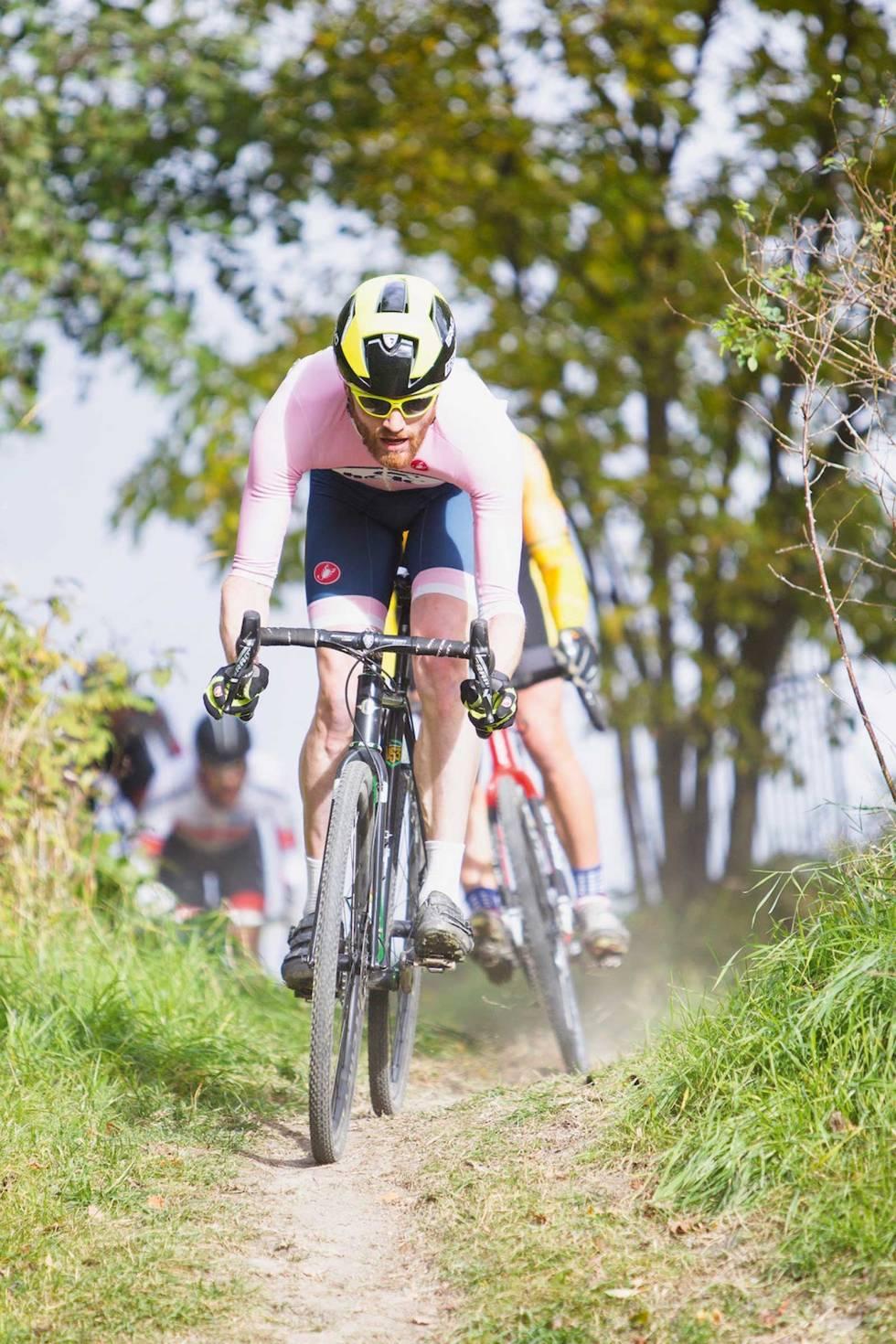 Kross is boss: Lars Blesvik unngår bremsing i Tryvannskross. Sykkelkrossykler brukes nå nærmest utelukkende i konkurranseformatet sykkelkross. Foto: Pål Westgaard.