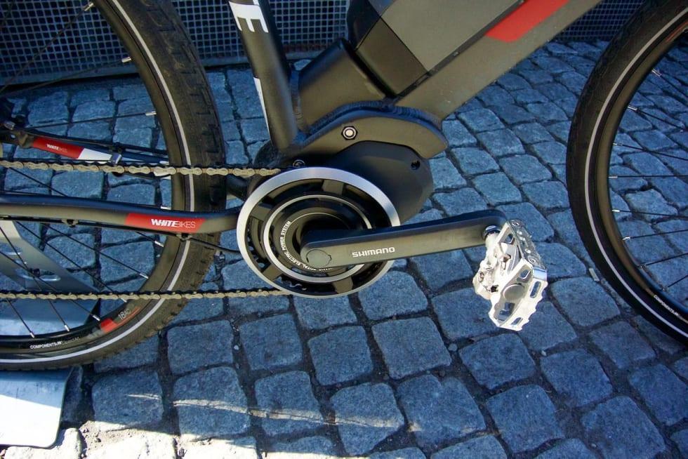 MYE KRAFT: Steps-motoren på White-sykkelen gjør det lett å holde 25 km/t selv i lange og bratte bakker. Foto: Øyvind Aas