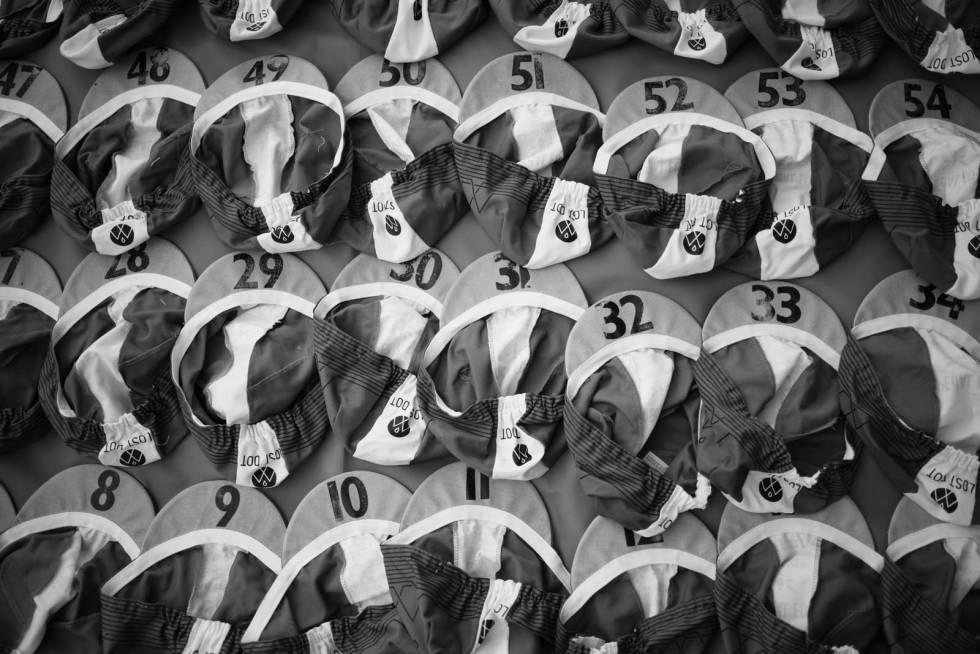 Startnummer: Alle deltagerne i Transcontinental får hver sin caps til bruk under rittet, med eget startnummer.