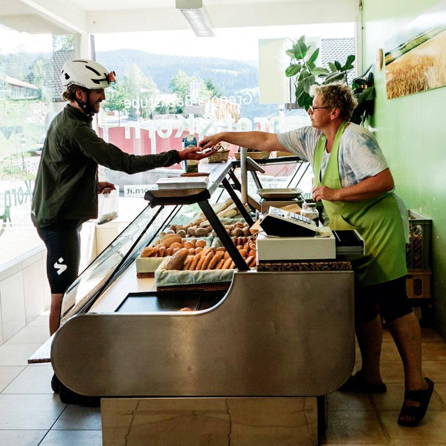 Kalorikjøp: Mat og drikke kjøper du når sjansen byr seg, eller angrer når den ikke kommer. Kjøtt på dagens meny